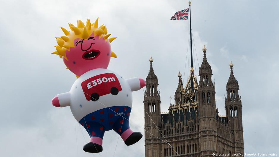England Brexit Londoner Demo gegen Boris Johnson mit einer aufblasbaren Puppe