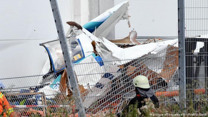 Deutschland | Kleinflugzeug in Bruchsal abgestürzt
