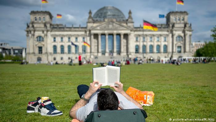 Deutschland BG Platz der Republik   2014 (picture-alliance/dpa/M. Hitij)