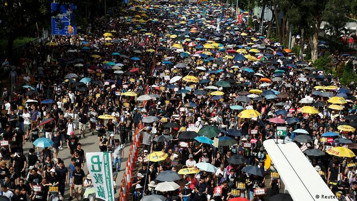 На демонстрацію вийшли десятки тисяч людей