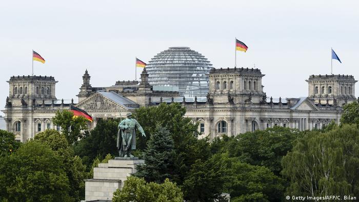Deutschland | Reichstag | Kuppel (Getty Images/AFP/C. Bilan)