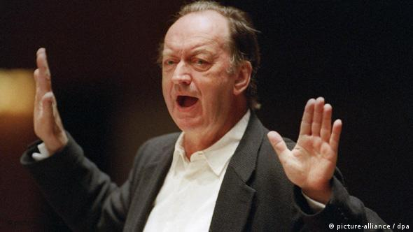 Harnoncourt rehearsing with Concentus Musicus at the Beethovenfest in Bonn, 2000