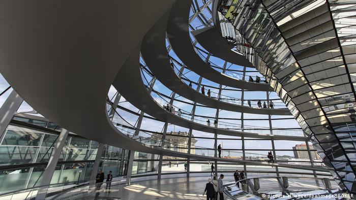 Germany | interior of the the dome of the Reichstag in Berlin (picture-alliance/dpa/imageBROKER)