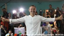 Svyatoslav Vakarchuk, Ukrainian singer and leader of a political party, gives a thumbs up after he voted at a polling station during a parliamentary election in Kiev, Ukraine, Sunday, July 21, 2019. Ukrainians are voting in an early parliamentary election in which the new party of President Volodymyr Zelenskiy is set to take the largest share of votes. (Photo by Danil Shamkin/NurPhoto) | Keine Weitergabe an Wiederverkäufer.