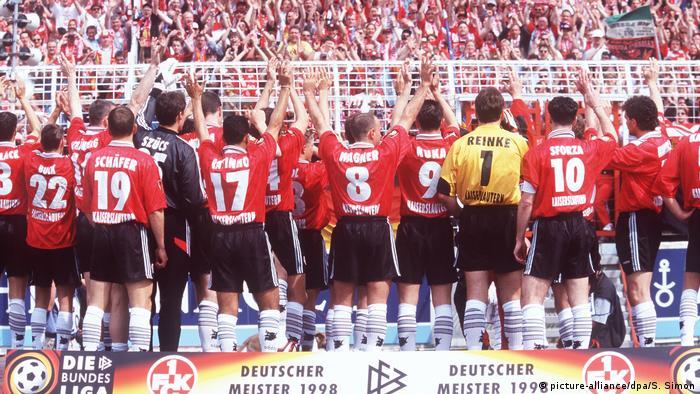 در سال ۱۹۹۸ تیم کایزرزلاترن تحت سرمربیگری اتو رهاگل (تصویر) قهرمان بوندسلیگا شد، آنهم بلافاصله پس از صعود از لیگ دسته دوم به لیگ دسته اول. این از موفقیتهای بینظیری است که دفتر رکوردهای بوندسلیگا به ثبت رسیده است.