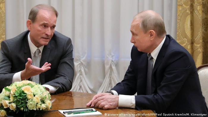 Der russische Präsident Wladimir Putin trifft den pro-russischen ukrainischen Politiker Viktor Medwedtschuk