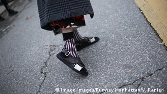 Πιο μοδάτα σανδάλια με κάλτσες