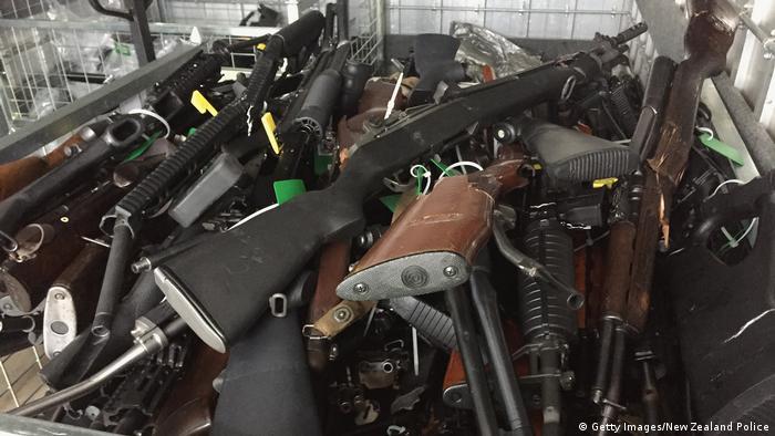 El anuncio tiene lugar luego de que el Parlamento endureciera en abril la tenencia de armas semiautomáticas y de rifles de asalto.