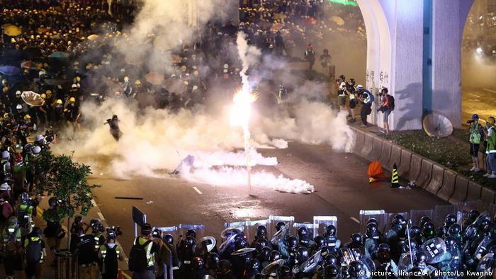 Hongkong: Erneut Tränengas gegen Demonstranten