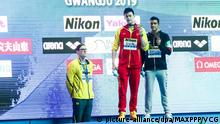 21.07.2019, China: ©/MAXPPP - GWANGJU, SOUTH KOREA - JULY 21: (L - R) Silver medalist Mack Horton of Australia, gold medalist Sun Yang of China and bronze medalist Gabriele Detti of Italy pose during the medal ceremony for Men's 400m Freestyle Final on day one of the Gwangju 2019 FINA World Championships at Nambu International Aquatics Centre on July 21, 2019 in Gwangju, South Korea. (Photo by VCG) Foto: MAXPPP |