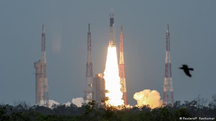 Decolagem do foguete GSLV Mark 3, levando a sonda indiana Chandrayaan-2