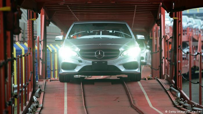 Німецький автомобіль у порту Бремена перед відправленням на експорт