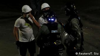Hongkong | Schlägertrupp attackiert Demonstranten