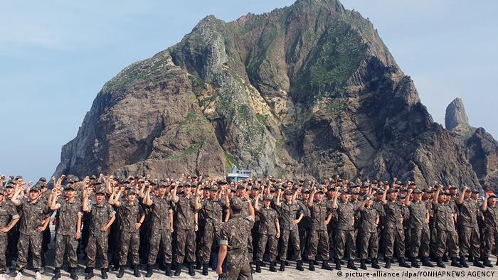 Südkorea   Insel Dokdo (picture-alliance /dpa/YONHAPNEWS AGENCY)