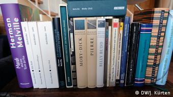 Deutsche Ausgaben von Romanen und Erzählungen des Schriftstellers Herman Melville
