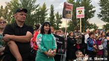 Protesters in Moscow gathered to oppose the construction of a highway that could cut through a nuclear waste site (DW/E. Sherwin )