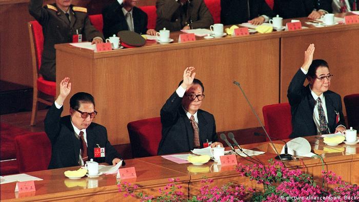 Parteikongress KP China Qiao Shi (L), Jiang Zemin (C) und Li Peng