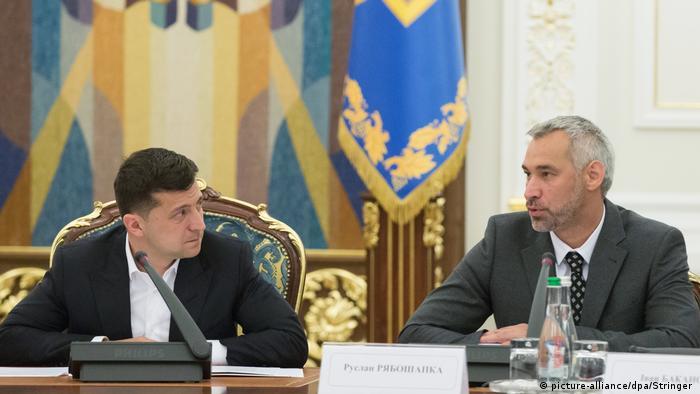 Володимир Зеленський та Руслан Рябошапка (праворуч)