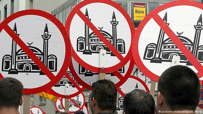 Demonstration gegen Moscheeneubau (picture-alliance/dpa/O. Berg)