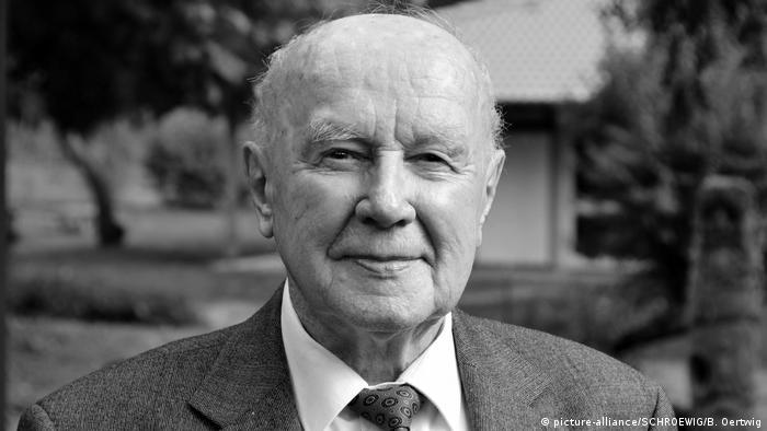 Auschwitz: Last survivor of the first convoy dies