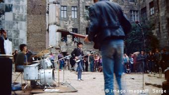 Концерт во дворе дома