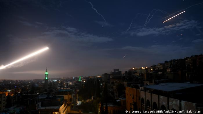 Syria intercepts an Israeli attack on Iranian groups in Damascus