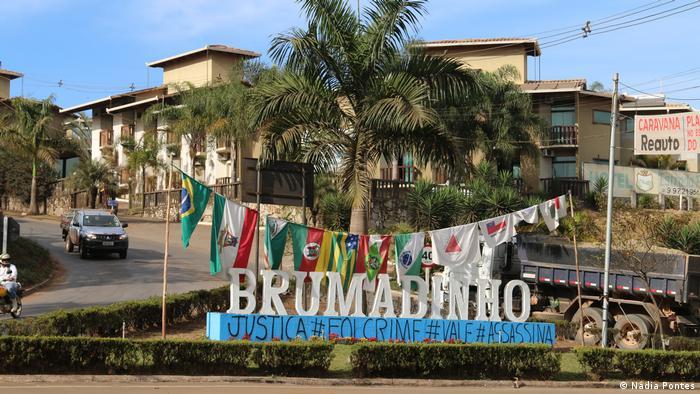 Brasilien | Brumadinho-Zeichen (Nádia Pontes)