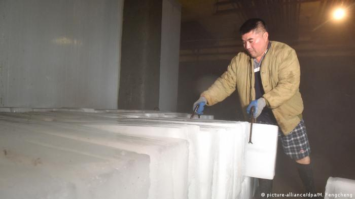 Heat wave in China: A worker makes ice