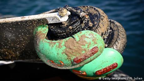莱茵河打捞出数百辆电动滑板车