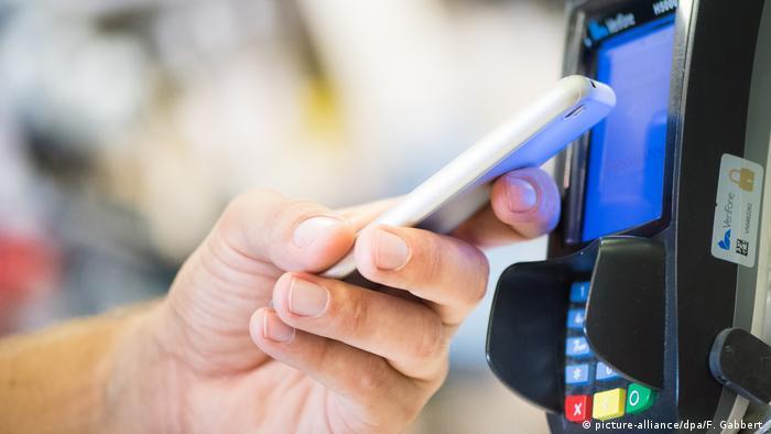 Deutschland Symbolbild mobiles Bezahlen