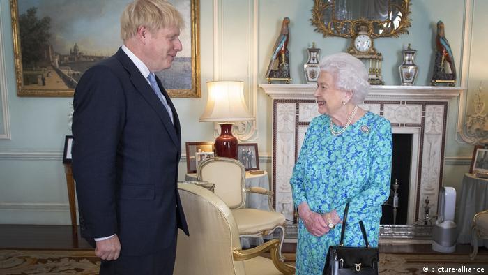 Johnson foi recebido pela rainha Elizabeth 2ª