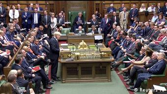 Αντίπαλοι του σκληρού Brexit θέλουν να εκμεταλλευτούν τη βαθιά διχασμένη βουλή για να σταματήσουν τον Τζόνσον.