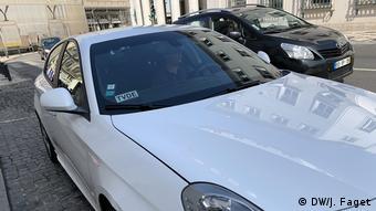 Τα αυτοκίνητα της Uber πρέπει να φέρουν μια μικρή πλακέτα στο παρμπρίζ