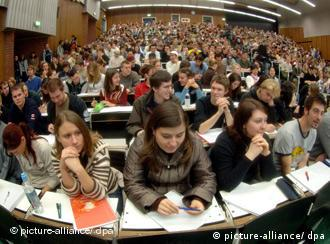 Students fill a lecture hall at the University of Cologne