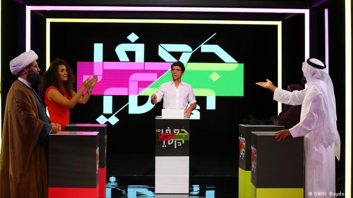 Suasana perdebatan dalam acara JaafarTalk di stasiun televisi DW Arab, Beirut, Libanon.