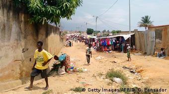 Angola | Straßenszene in Cabinda