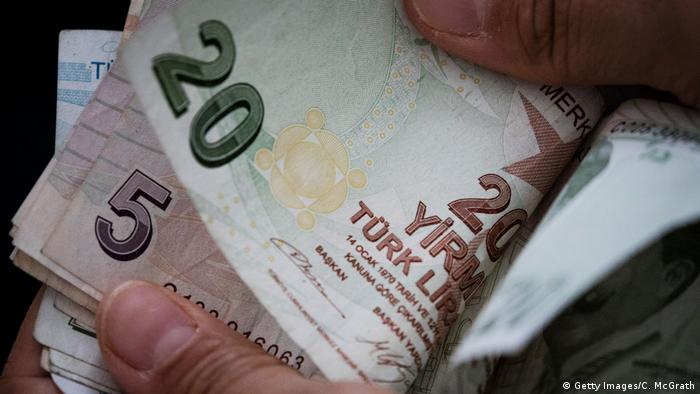 Само за три месеца турската лира се обезцени с над 16 процента спрямо еврото