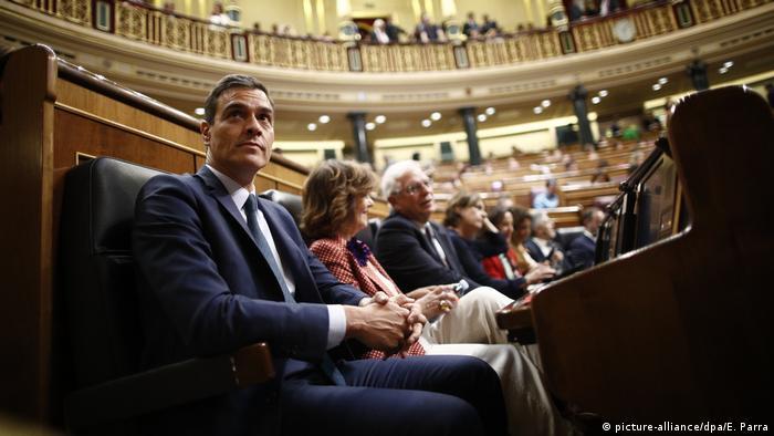 Spanien Zweite Abstimmung über die Wiederwahl von Pedro Sánchez (picture-alliance/dpa/E. Parra)