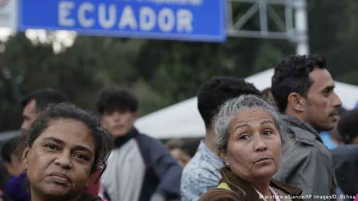 Беженцы из Венесуэлы на границе Колумбии и Эквадора