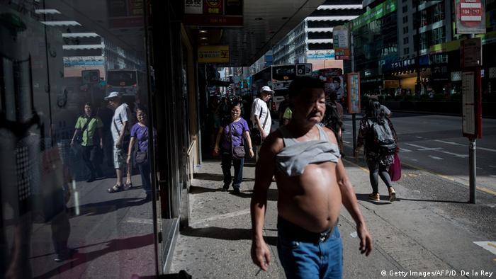 El bikini de Beijing, estrategia para evitar el calor.