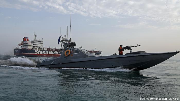 Iranian Revolutionary Guard speedboat near the Stena Impero