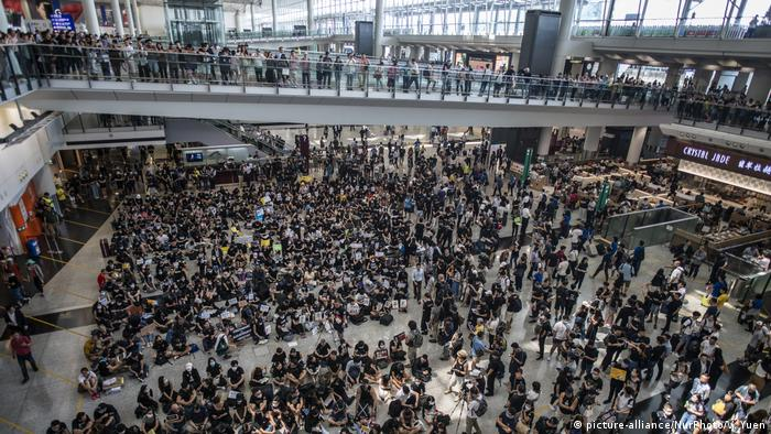 Anti-Extradition Protest In Hong Kong International Airport (picture-alliance/NurPhoto/V. Yuen)