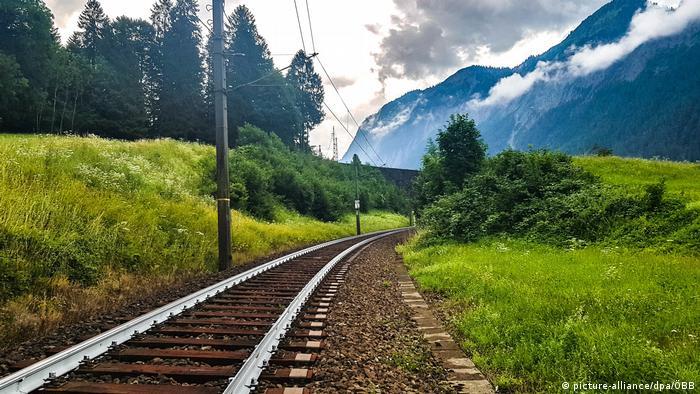Österreich | Bahngleise sollen weiß gestrichen werden (picture-alliance/dpa/ÖBB)