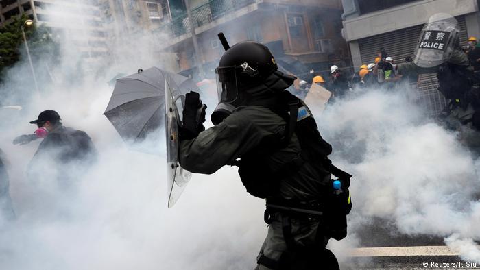 Hongkong l Andauernde Proteste in Yuen Long - Ausschreitungen (Reuters/T. Siu)