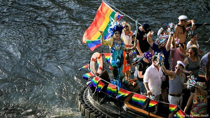 Parada LGBTI ocorre em Berlim neste sábado (27/07)