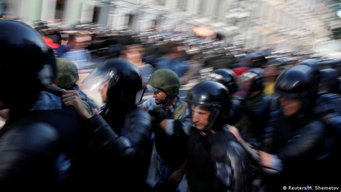 Полиция на акции протеста 27 июля в Москве