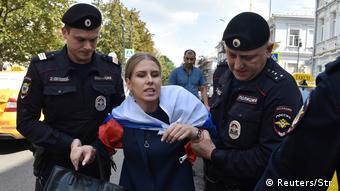 Задержание незарегистрированного кандидата на выборах в Мосгордуму Любови Соболь на митинге за свободные выборы в Москве 27 июля 2019 года