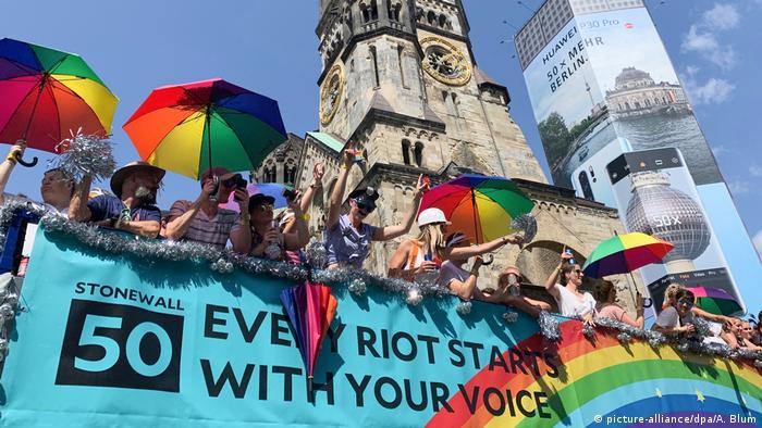 Під час маршу у Берліні згадували події 50-річної давности у гей-барі Стоунволл-інн в Нью-Йорку