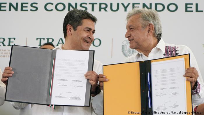 Mexiko Honduras Migration - Präsident López Obrador und Präsident Hernández unterschreiben Absichtserklärung (Reuters/Press Office Andres Manuel Lopez Obrador)
