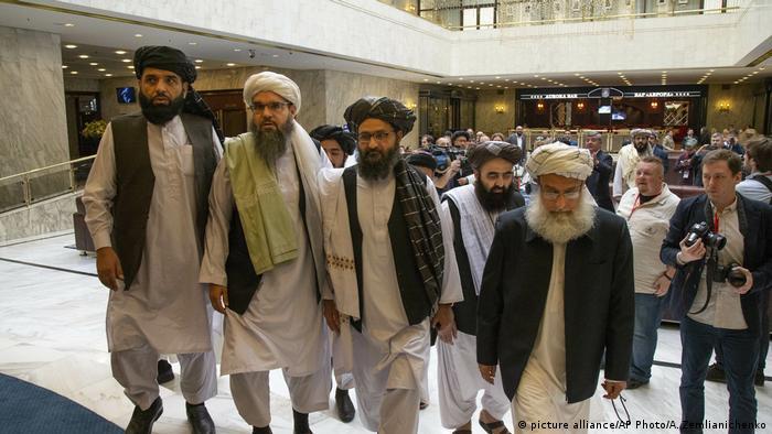 Russland l Politischen Führer der Taliban treffen zu Gesprächen in Moskau ein (picture alliance/AP Photo/A. Zemlianichenko)
